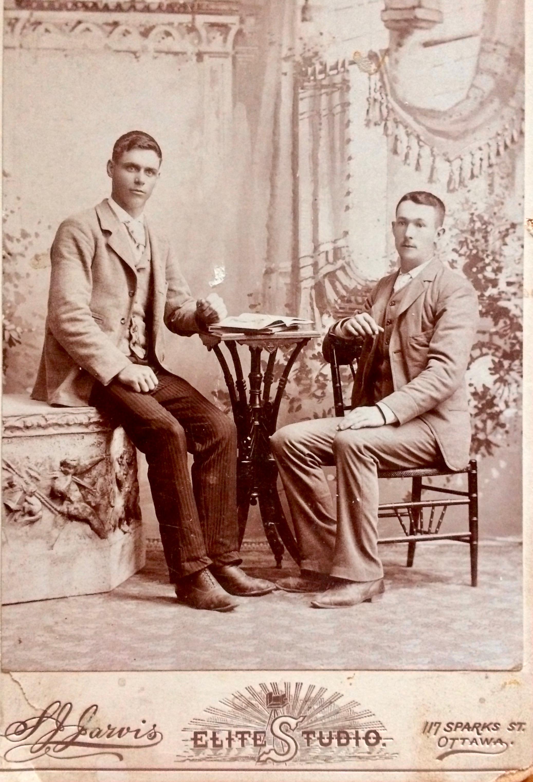 """John Maxime Lizette, et son beau-frère François Gagnon, l'oncle """"Bébé"""" de Blanche."""